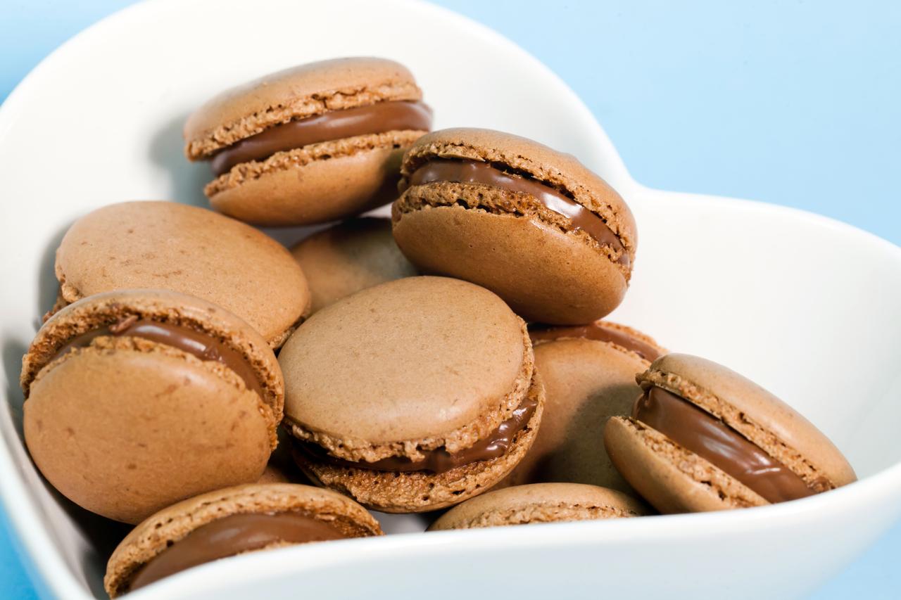 au nutella macarons au nutella macarons au nutella recette de macarons ...